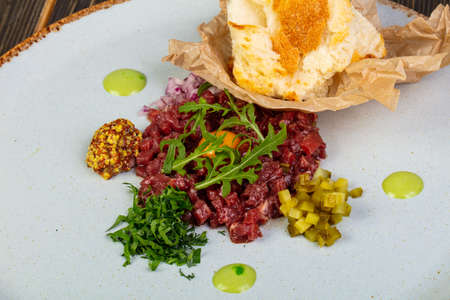 Tartar beef with mustard and rucola