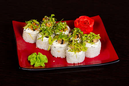 Japanese cold roll with mussel