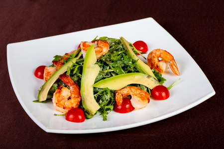Salad with prawn, rucola and avocado