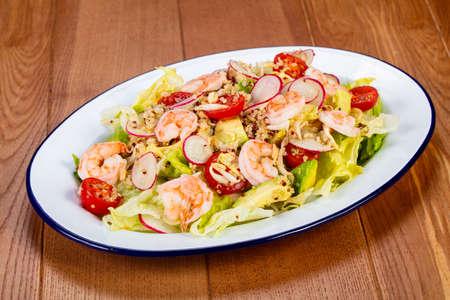 Salad with prawn and reddish