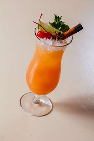 Tequila sunrise cocktail with mint Banque d'images