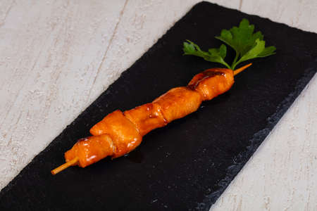 Skewer with salmon served parsley Imagens