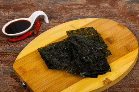 Tasty Nori chips with soya sauce Imagens