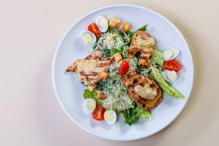 Caesar salad with Grilled chicken Imagens