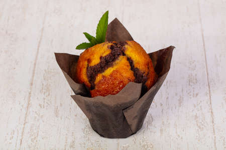 Sweet tasty muffin with chocolate Foto de archivo