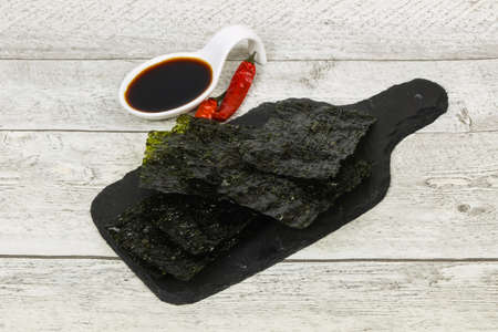 Tasty Nori chips with soya sauce Banque d'images