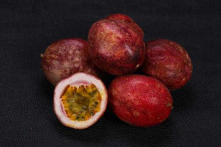 Köstliche süße exotische Maracuya Maracuja Standard-Bild