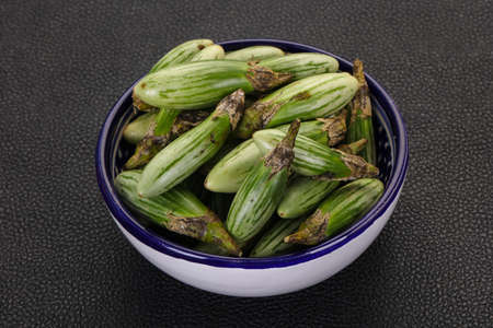 Green Asian eggplant in the bowl Stockfoto