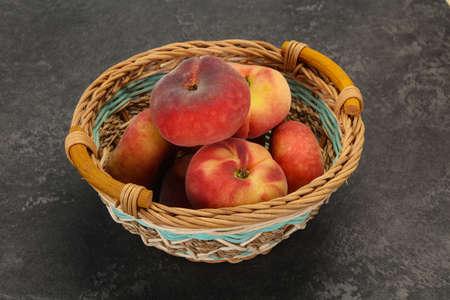 Sweet ripe tasty few flat peaches Foto de archivo
