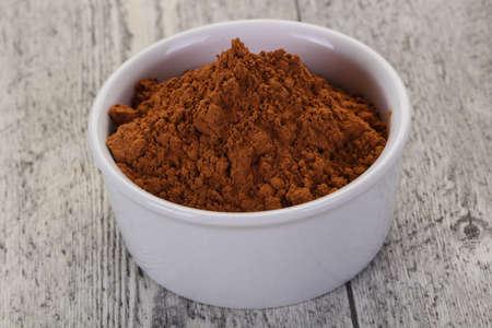 Proszek kakaowy w misce - gotowy do gotowania