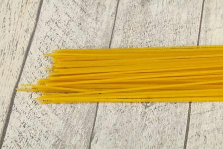 Dry raw spaghetti ready for bowling 版權商用圖片