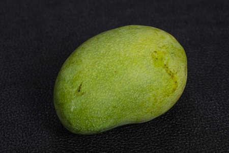 Green tasty mango over background Zdjęcie Seryjne