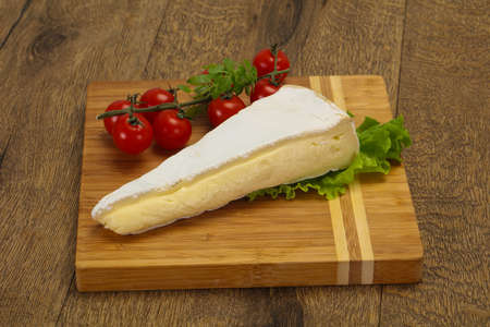 Brie cheese triangle served salad leaves Banco de Imagens - 128602531