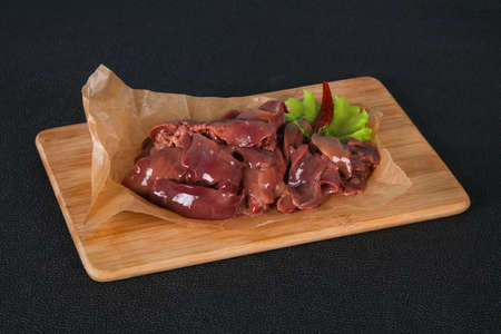 Raw chicken liver ready for cooking and roast Imagens