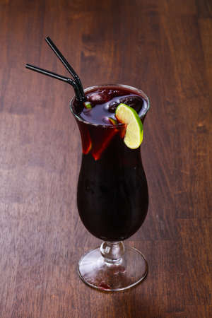 Rum and cola cocktail served green lime Фото со стока