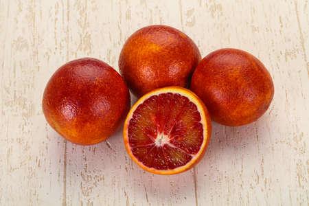 Sweet red orange heap over the table 版權商用圖片