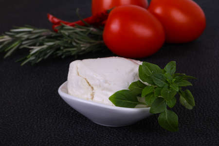 Italian Mozzarella cheese ball served basil and tomatoes Imagens