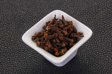 Dry clove seeds in the bowl