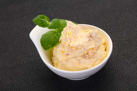Curd with dry apricot served mint leaves