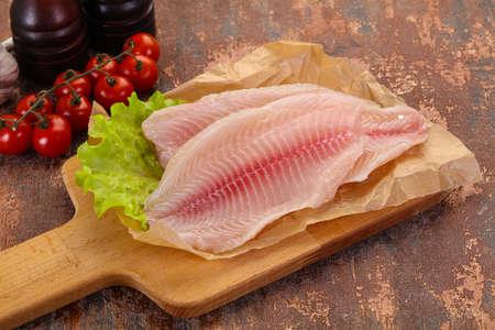 Raw tilapia fish ready for cooking Фото со стока - 129823992