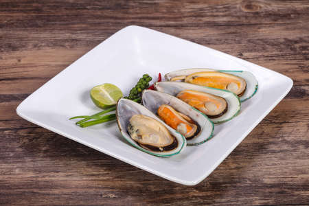 Half mussels with lime and green pepper Stock fotó