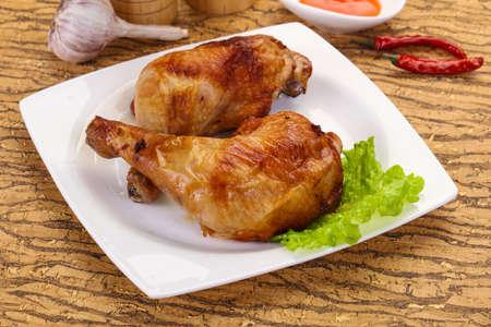 Crispy tasty Roasted chicken leg Foto de archivo - 135500884