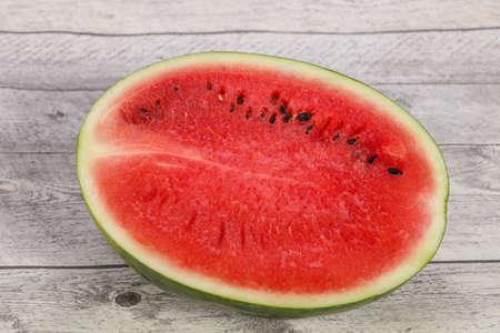 Ripe sweet juicy Half of watermelon Foto de archivo - 135502729