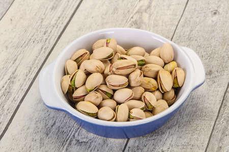 Pistachio nuts heap in the bowl Standard-Bild