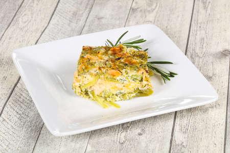 Savoureuse cocotte au saumon et brocoli servie au romarin