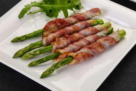 Asparagus with bacon and poached egg Zdjęcie Seryjne