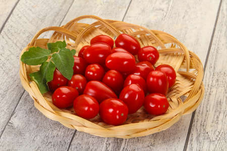 Sweet Red cherry tomatoes in the bowl Archivio Fotografico