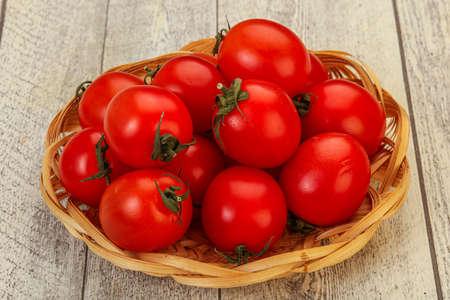 Ripe juicy red cherry tomato in the bowl 版權商用圖片