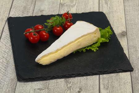 Brie cheese triangle served salad leaves 版權商用圖片