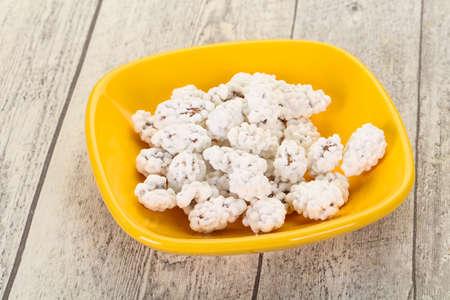 White Almond Candy heap in the bowl Standard-Bild