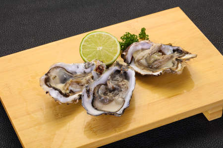 Fresh Oysters with lime and parsley