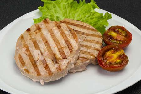 Grilled tuna steak with kumato and salad