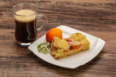 Crust pie with apricot and coffee