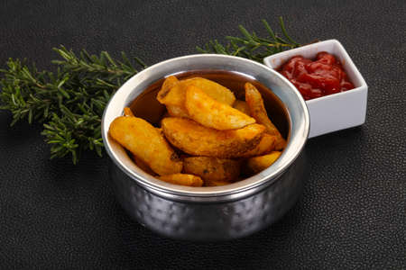 Fried potato slices with rosemary and sauce