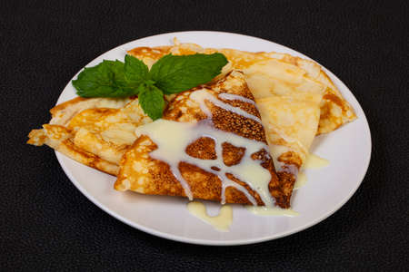 Hot Pancake with condensed milk 版權商用圖片