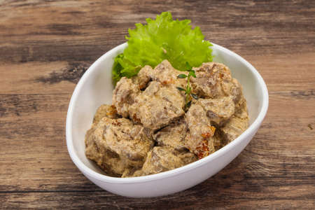 Chicken liver with cream and dry tomatoes served thyme 免版税图像
