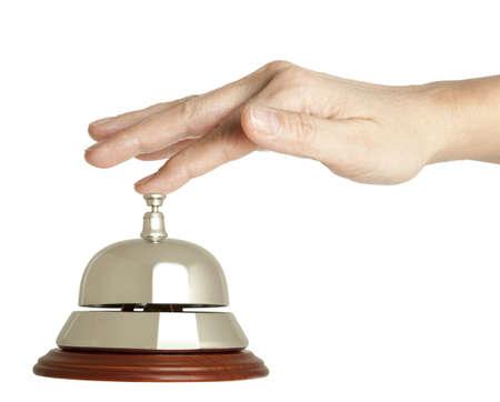 Hand van een vrouw met behulp van een hotel bel geïsoleerde