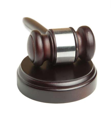 giurisprudenza: Martelletto giudice in legno isolato su sfondo bianco