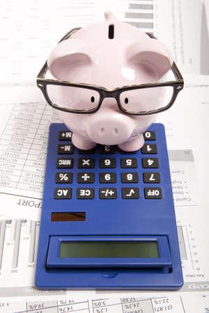 ピンクの貯金と電卓 写真素材