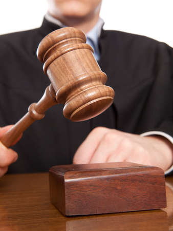 giustizia: Arbitro martello e un uomo in abiti giudiziari Archivio Fotografico