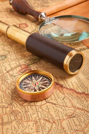 Vintage brass telescope on old antique map Фото со стока - 28130325
