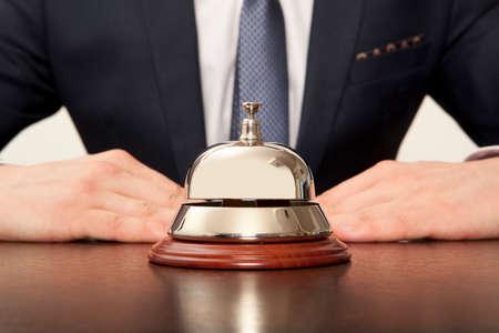 ホテルのコンシェルジュ。ホテルでのサービスのベル 写真素材