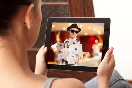 ruleta casino: Ni�a jugando en los casinos online