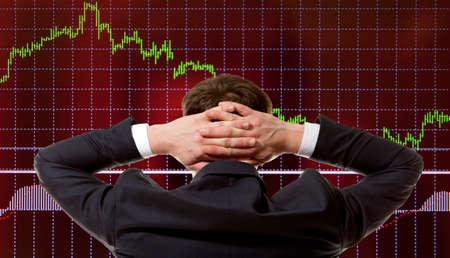 Stock trader looking at monitors Standard-Bild