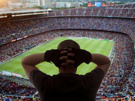 campeonato de futbol: Felices fan�ticos del f�tbol en el estadio