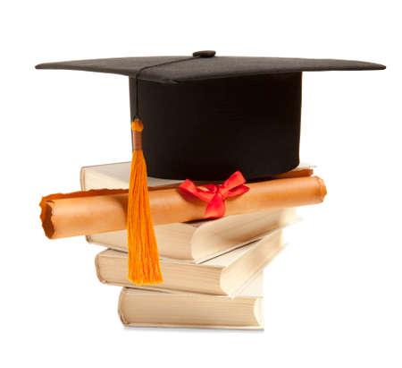 diploma: Sombrero de graduación, el libro y diploma aislados en blanco
